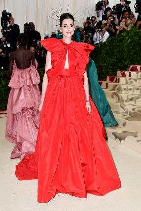 met-gala-2018-red-carpet-best-looks-anne-hathaway in valentino