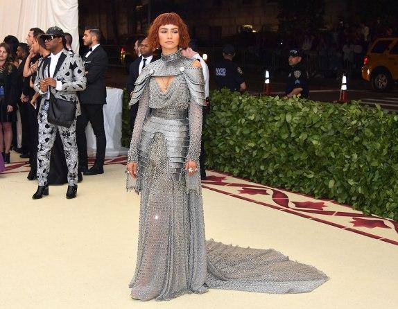 met-gala-2018-red-carpet-best-looks-zendaya in versace (1)