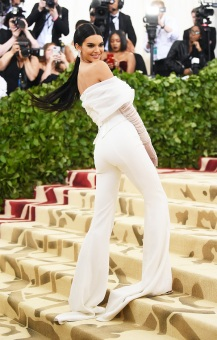 WEB-GettyImages-kendall-jenner in off white